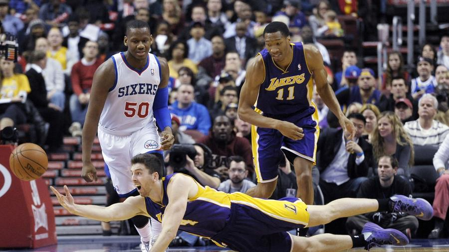 Ryan Kelly i Wesley Johnson zostają w Lakers